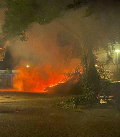 Flinke schade aan auto door brand in Doetinchem
