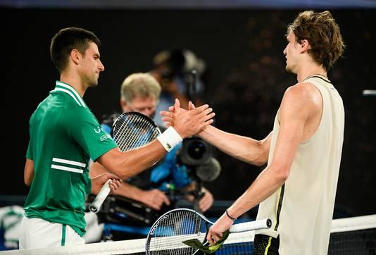 Novak Djokovic en Alexander Zverev (rechts).