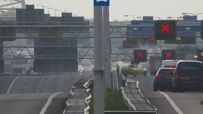 Verkeer tijdelijk stilgezet door brandende auto op A27