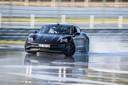 Dennis Retera houdt de Porsche Taycan 55 minuten lang in een drift op de Hockenheimring.