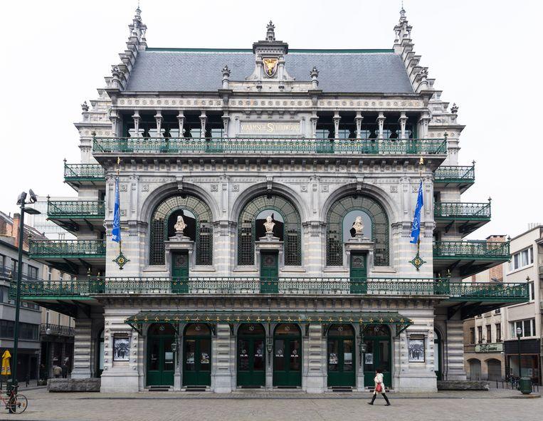 Voor de theatervoorstelling 'JR', in Paleis 12, herleidt het Brusselse stadstheater KVS de zaalbezetting van 1.200 naar 900 man. Beeld BELGA