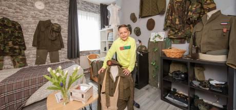 Max (7) heeft een oorlogsmuseum op de slaapkamer bij opa en oma in Kapelle