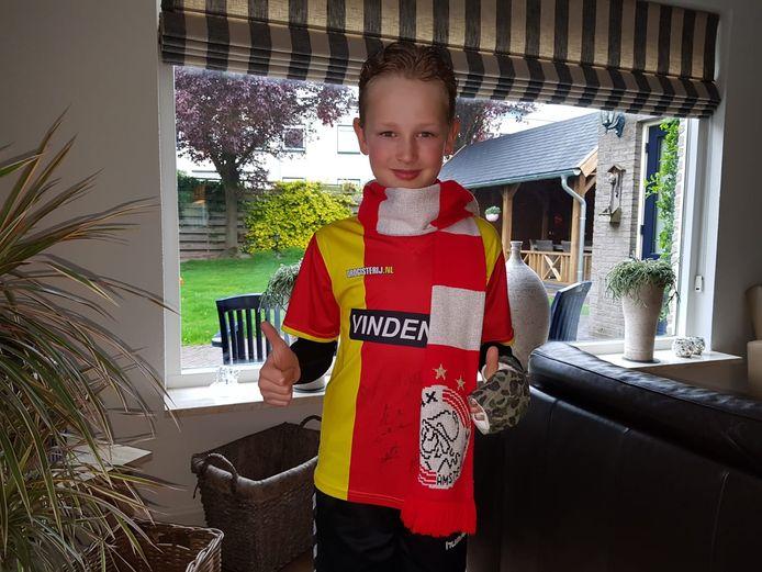 De 9-jarige Stan Wichink Kruit, kort voordat hij samen met zijn vader Peter naar Amsterdam afreist om daar met de scheidsrechter mee het veld op te lopen voorafgaand aan Ajax-Tottenham Hotspur.