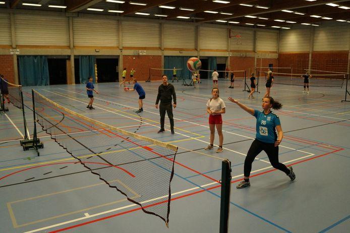 Leerlingen van De Bron speelden samen met leerlingen van Regina Pacis, het VTI en het Sint-Jozefsinstituut. Dat doen ze sinds kort tijdens de lesuren.