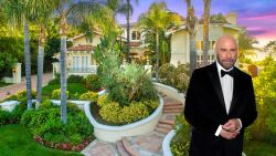 BINNENKIJKEN. De mediterrane villa van John Travolta