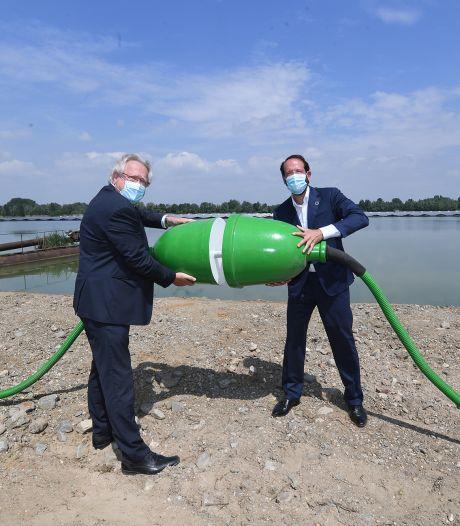 Drijvend zonnepark Uivermeertjes in Deest geopend