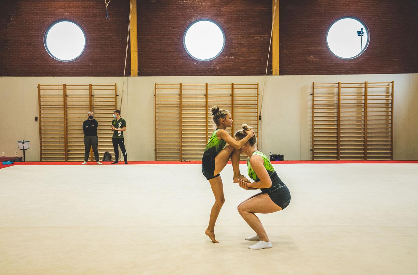Ondanks het zomerverlof trainen Emma en Jolien van OTM voor het EK Jeugd in september.