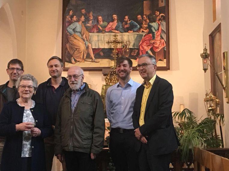 Enkele leden van de Kerkraad bij het werk in de Sint-Agathakerk.