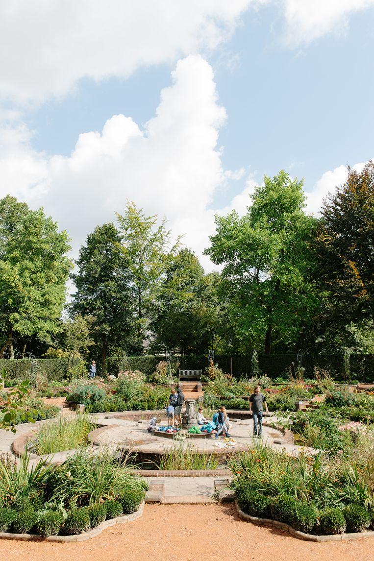 Tuin van het Erasmushuis, Anderlecht. Beeld Kevin Faignaert