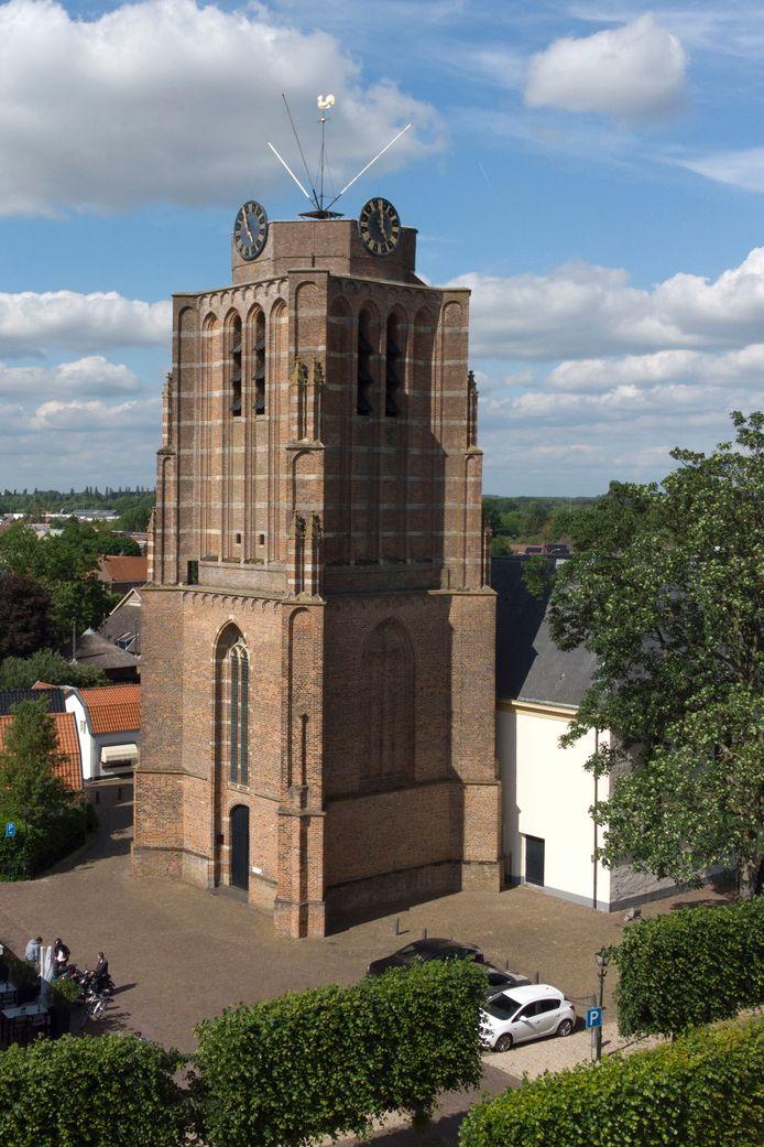 De stompe toren van de Pieterskerk in Beesd.