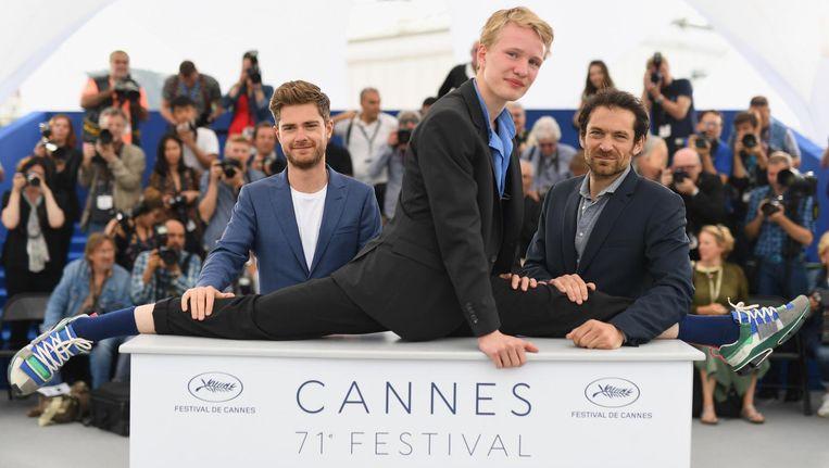 Regisseur Lukas Dhont (links) poseert met acteurs uit zijn film Girl Beeld Pascal le Segretain/Getty Images