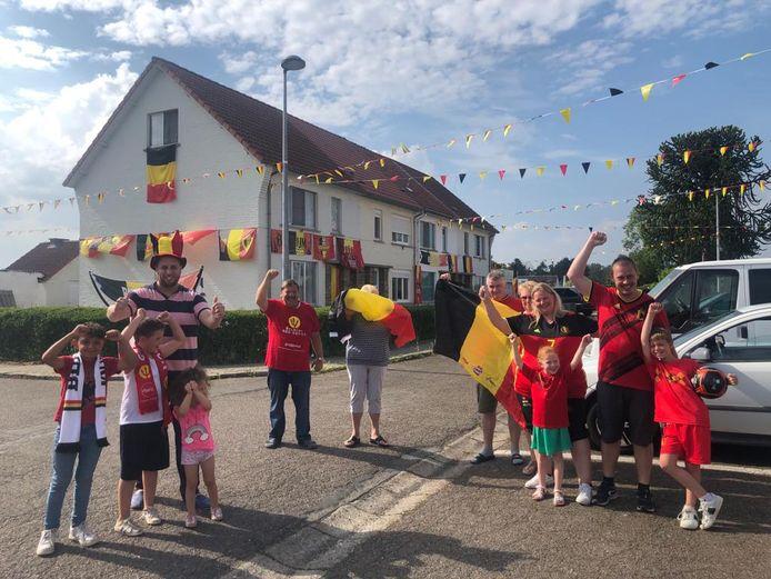 Heel de buurt van het Rozenhof supportert voor onze Rode Duivels tijdens het aanstaande EK.