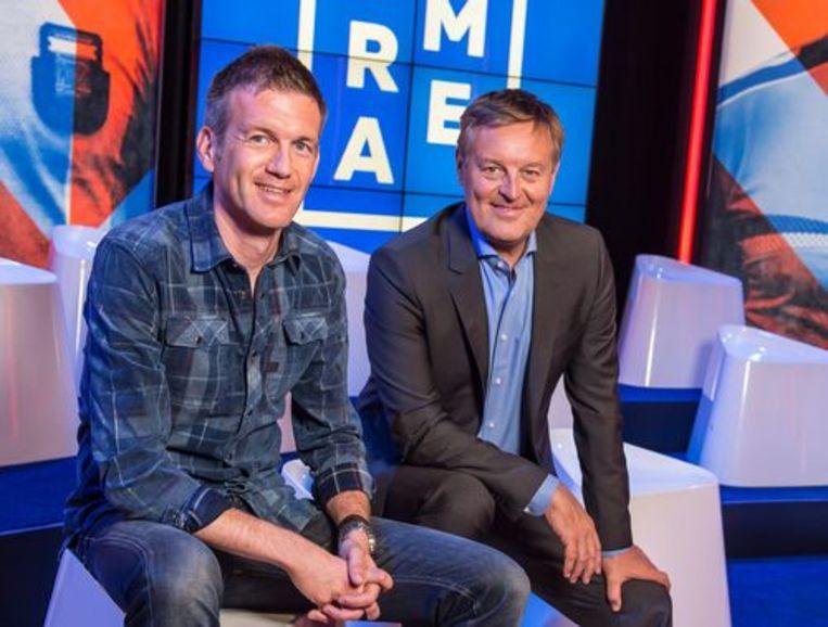 Voetbalcommentator Filip Joos en presentator Frank Raes zijn de vaste klanten in 'Extra Time'. Beeld kos