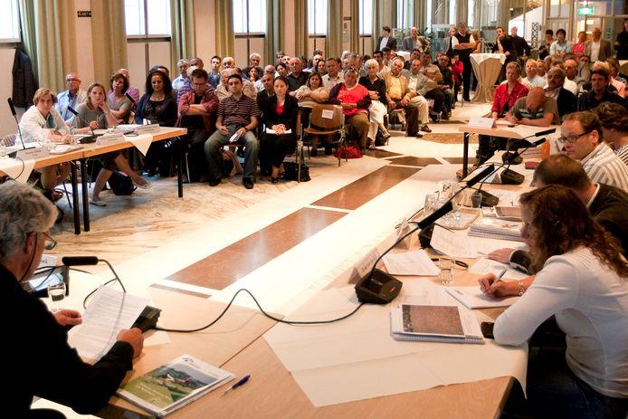 Volle zalen zoals deze Burgerzaal in Deventer, vindt de gemeente in tijden van Corona niet gewenst dus het sluit de gemeenteraadsvergaderingen voor het publiek en de pers.