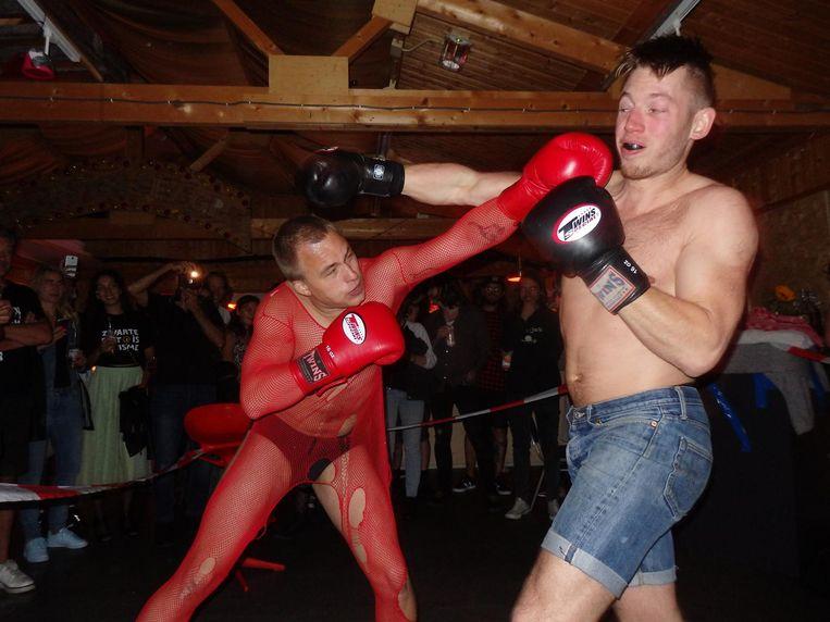 Gekkigheid: boksers (Sam Andreas en Jens van Dongen) bij Sexy Violence Beeld Schuim