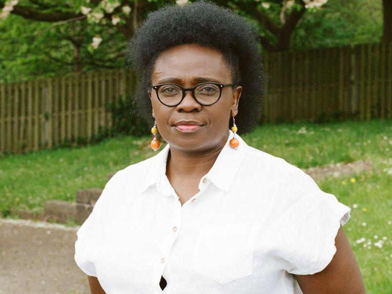 Jennifer Nansubuga Makumbi over haar 'Grote Oegandese Roman': 'Ik dacht: als ik over kolonialisme ga schrijven, dan gaan mijn Europese lezers toch weer alleen naar zichzelf zitten staren.' Beeld Jonathan Tomlinson