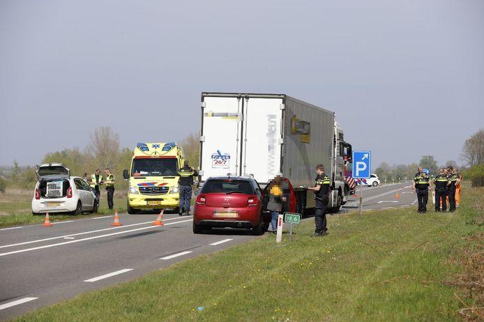 Het ongeluk gebeurde vlakbij een parkeerplaats langs de N337.
