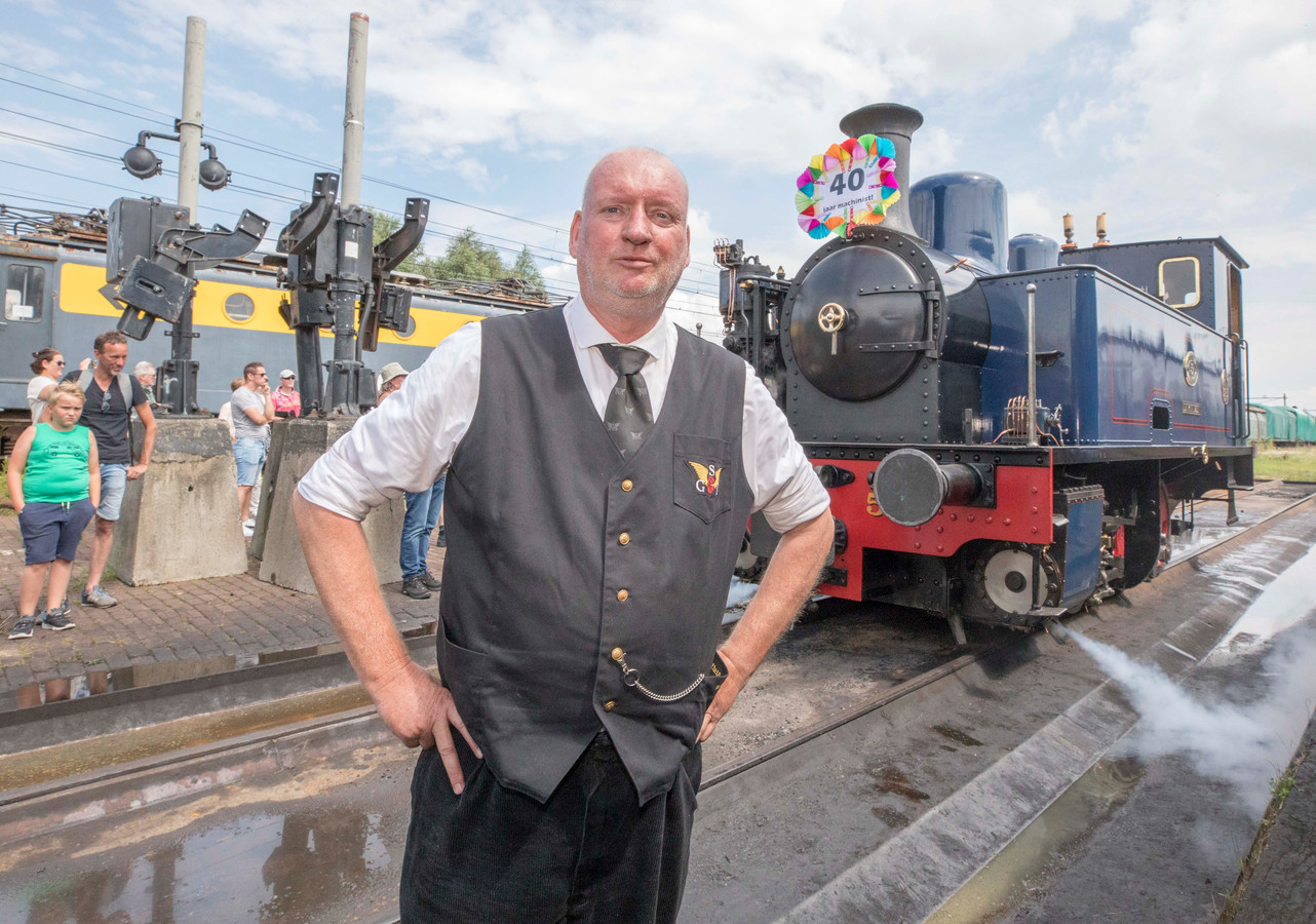 Stoffel Rockx is al veertig jaar machinist bij de Stoomtrein Goes-Borsele.