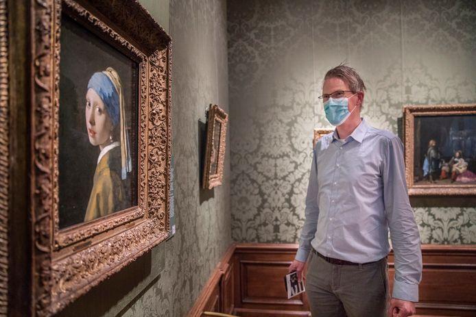 Zo zag museumbezoek er de afgelopen tijd uit. In een tijdslot en met een beperkt aantal bezoekers tegelijk naar binnen, zoals hier in het Mauritshuis.