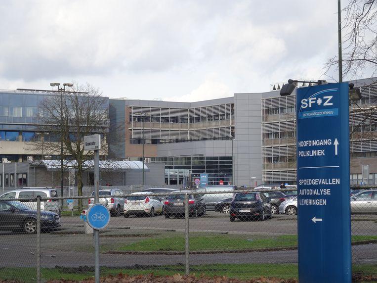 De vrouw bezweek maandagavond in het ziekenhuis van Heusden-Zolder.
