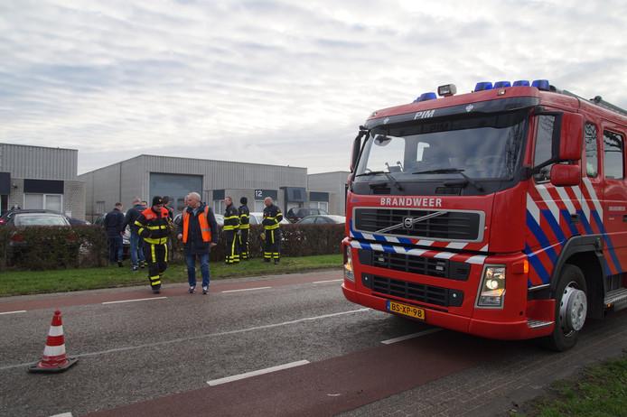 Brandweer onderzoekt lozing van witte substantie in Waalwijk.