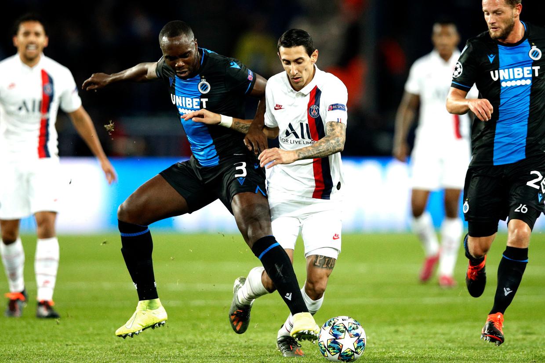 Angel di María van PSG is een gesel voor Club Brugge-speler Eder Balanta. Beeld EPA