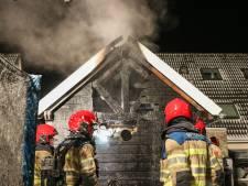 Houtkachel zorgt voor schuurbrand in Tollebeek, brandweer voorkomt overslaan op woningen