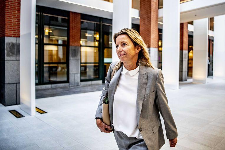 Minister Kajsa Ollongren van Binnenlandse Zaken verlaat het ministerie van VWS na het wekelijkse coalitieoverleg.  Beeld ANP