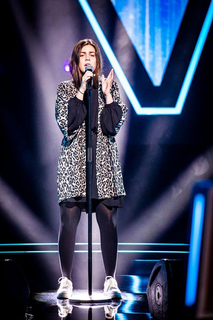 Alessia Robbyns tijdens haar Blind Audition.
