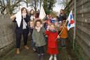 De Dorpsparel in Schuiferskapelle maakt een vuist tegen pesten met een tochtje rond de school.