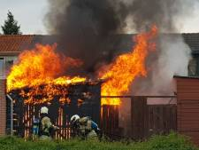 Zo blust de brandweer een schuurbrand in Amersfoort