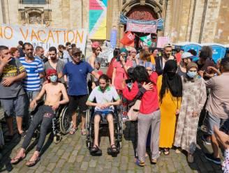 """Ondanks """"dreiging"""" mogen hongerstakers ook na 15 augustus nog in Begijnhofkerk verblijven"""