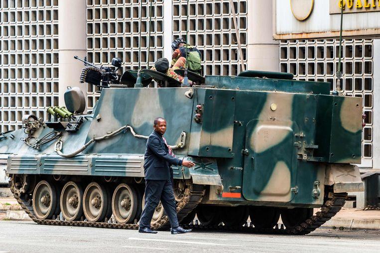 Een tank in Harare, Zimbabwe. Beeld AFP