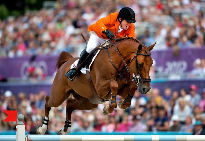 Gerco Schroder in actie op zijn hengst London tijdens de finale van de landenwedstrijd op de Olympische Spelen.