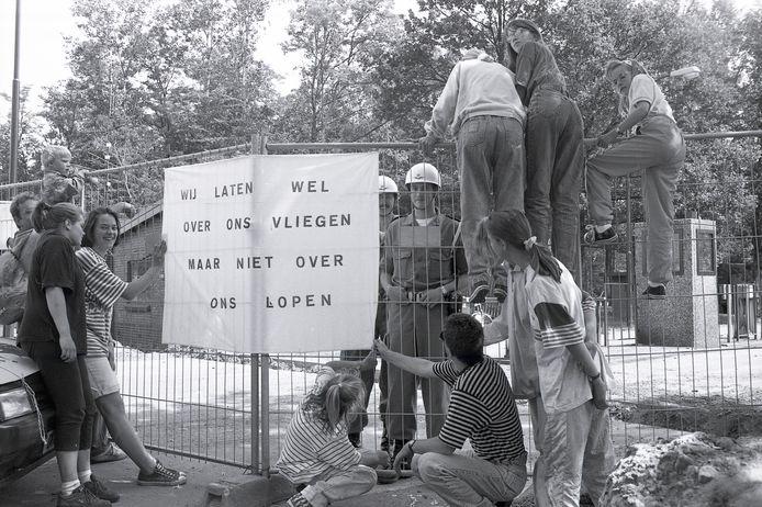 Op 23 juni 1992 kwam heel Volkel onder aanvoering van de dorpsraad in actie voor meer woningbouw. De poorten van de vliegbasis Volkel werden geblokkeerd.