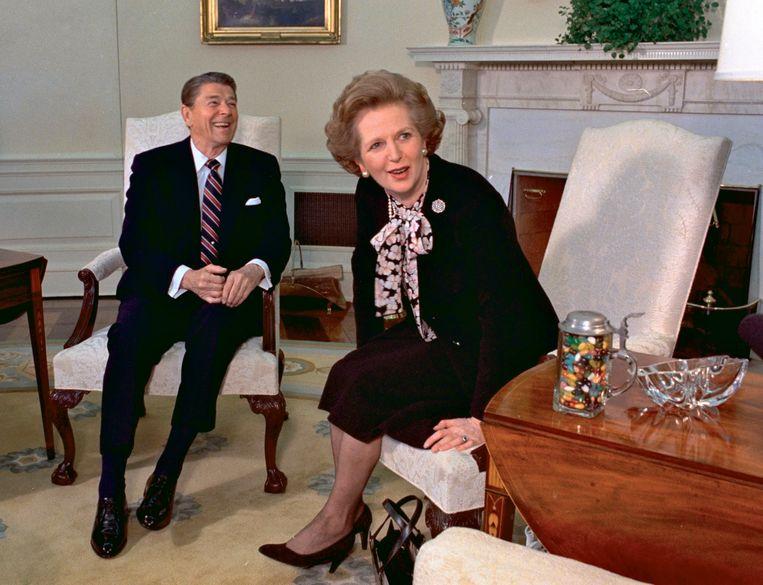 Ronald Reagan en Margaret Thatcher, bij een ontmoeting in het Witte Huis in 1985. Beeld AP