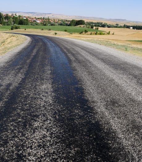 Het asfalt op de A7 bij Winschoten is warmer dan 45 graden, alleen in Brabant is het wegdek nog warmer