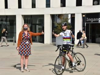 Jean-Philippe (20) fietste 100 kilometer rond ziekenhuis, vrijwilliger mikt op 5.000 euro opbrengst voor fonds AZ Groeninge