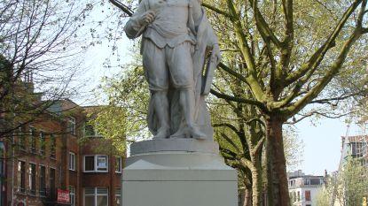 In Antwerpen praten de standbeelden