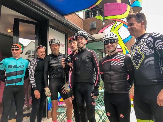 Enkele deelnemers aan de fietstocht.