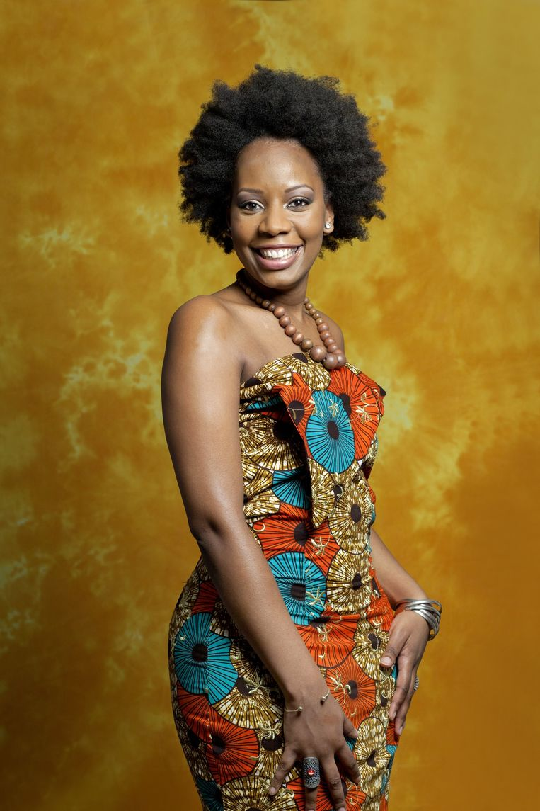 Ashaki Leito draagt een jurk ontworpen door Kitchen for Fashion. De stof komt uit West-Afrika. Beeld Maartje Geels