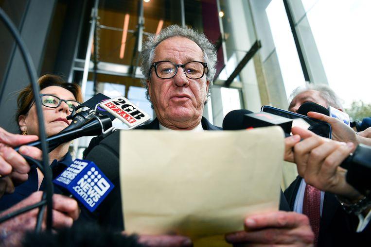 SYDNEY - Geoffrey Rush heeft een schadevergoeding van 2,9 miljoen Australische dollar (1,8 miljoen euro) toegekend gekregen. Dat melden verschillende lokale media. De Daily Telegraph moet het bedrag, het hoogste dat ooit door een Australische rechtbank is toegekend, betalen na een reeks artikelen waarin de acteur wordt beschuldigd van ongepast gedrag.