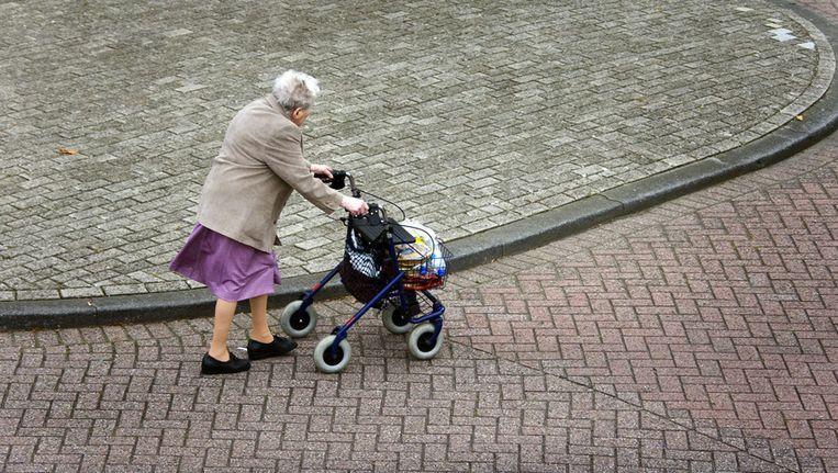 Oudere met rollator Beeld ANP