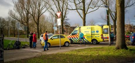 Fietsster in Hoogland wordt over het hoofd gezien en geschept door automobilist