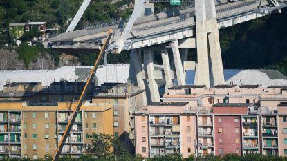 Deel van Morandi-brug dat boven huizen hangt, maakt vreemde geluiden: brandweer staakt werk, toegang tot woningen opgeschort