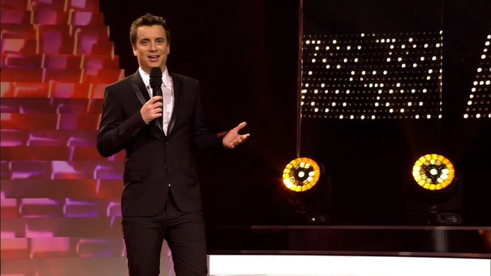 Niels Destadsbader als presentator bij 'Dansdate'