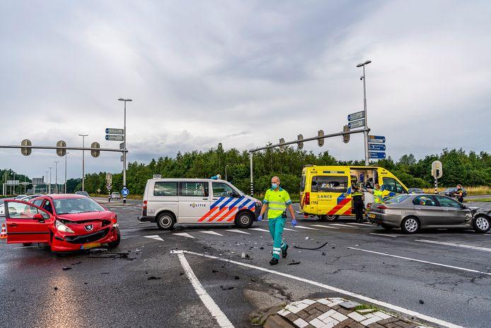 Twee auto's botsten op elkaar toen op de kruising Bredaseweg - Burgemeester Letschertweg de verkeerslichten uit vielen. Later op de avond vond een tweede aanrijding plaats.