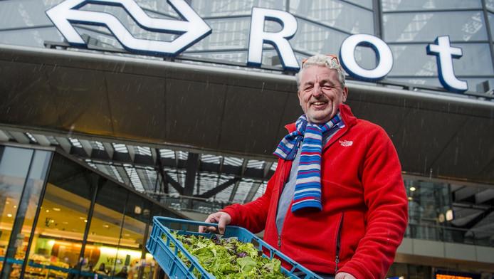 David-Jan va Gorkom achter het CS waar binnenkort de dependance van de stadsboerderij opent.