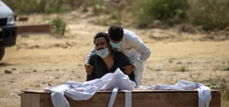 Derde golf overspoelt India: 'Als het hier niet voorbij is, is het nergens voorbij'