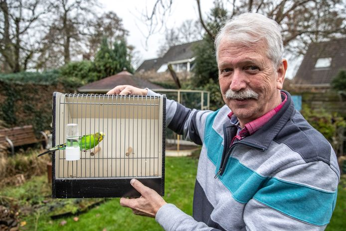 """Jaap Blaakmeer (66) uit Oudleusen is kritisch op de vogels die naar Zwolle komen. ,,Waarom zou je vogels willen tentoonstellen die misvormd zijn?"""""""